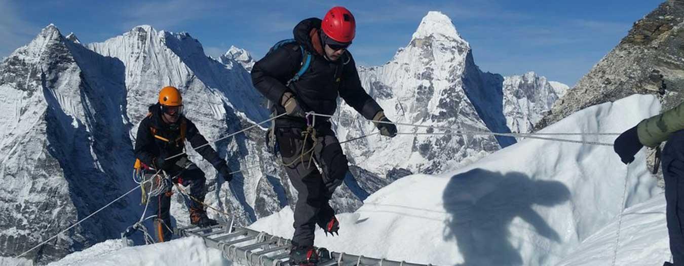 rsz-climbers-crossing-ladder-over-the-crevasse-in-island-peak.jpg